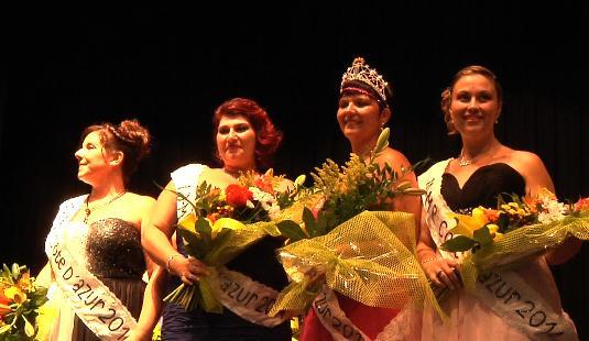 Selena (deuxième en partant de la droite), la gagnante de Miss Ronde Côte d'Azur, entourée de ses trois dauphines.