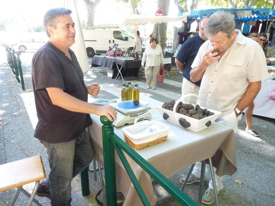 Dernier marché de la saison pour la truffe blanche