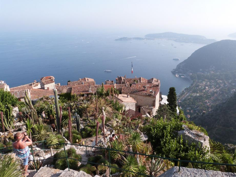 Dominant la Méditerranée, le jardin exotique d'Èze offre un panorama à couper le souffle.