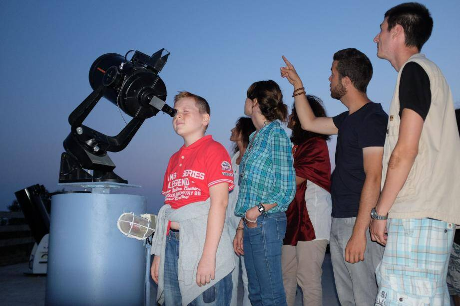 Cet été, les astronomes feront découvrir les comètes au public lors des Nuits des étoiles organisées par les clubs dans de nombreux endroits du Var et des Alpes-Maritimes.