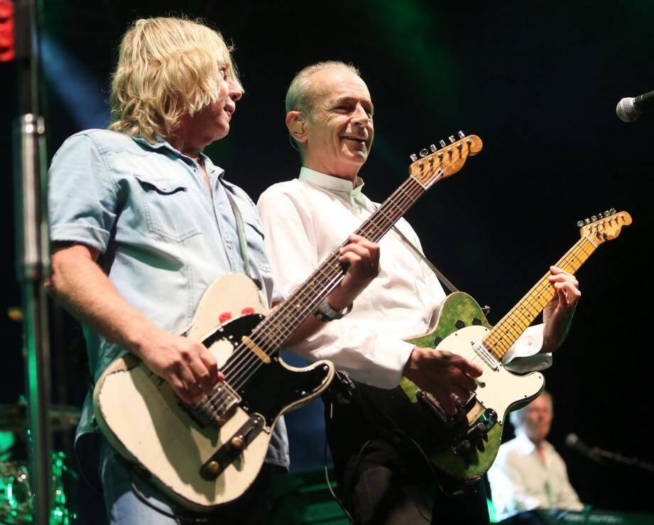 Le guitariste Rick Parfitt (à gauche) et Francis Rossi.