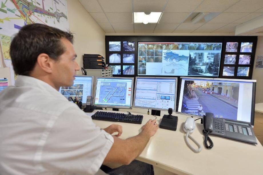 C'est au Centre intégré de gestion de la mobilité que le trafic est régulé, grâce à une retransmission en direct de la situation sur les axes de circulation.