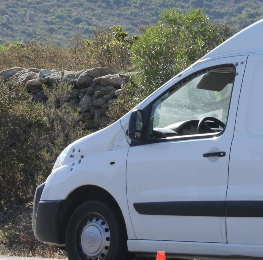 Le véhicule de Jean-Christophe Massiani a essuyé plusieurs impacts de balles.