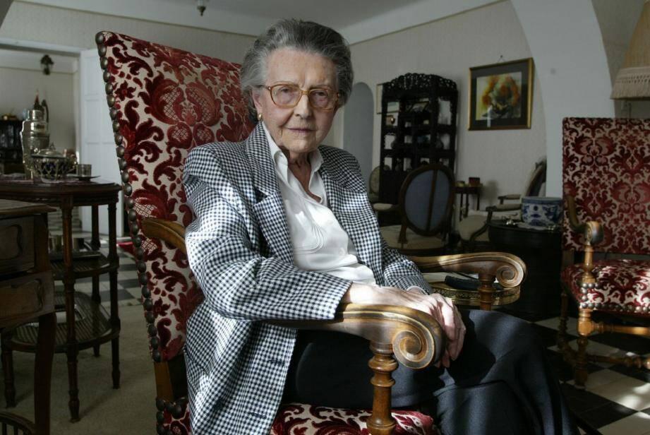 Engagée dans l'armée d'Afrique en 1943 comme conductrice ambulancière, le lieutenant Suzanne Rouquette dirigeait le 25e bataillon médical de la 9e DIC (division d'infanterie coloniale) lors du débarquement en Provence.