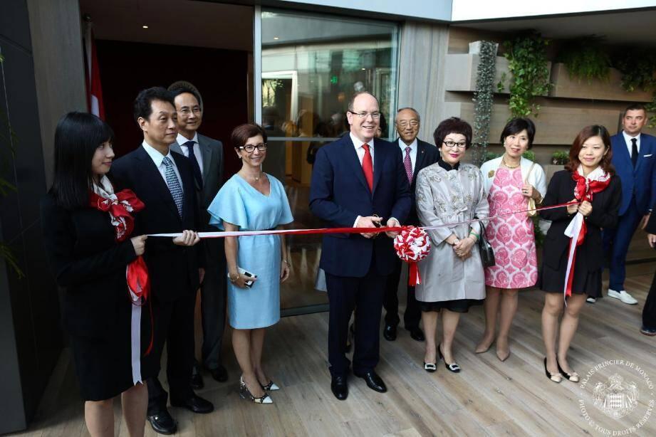 Le souverain a inauguré le « Salon Monaco » à Pékin, une ville qui accueillera prochainement un bureau de sa fondation.