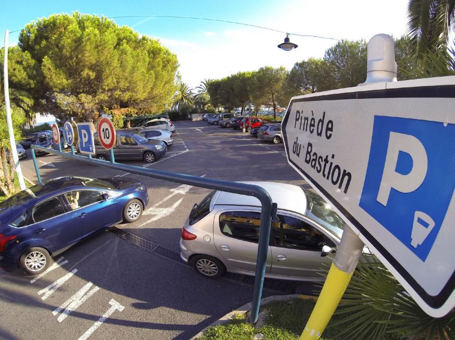 Les deux individus exerçaient leur talent au parking proche du Bastion.