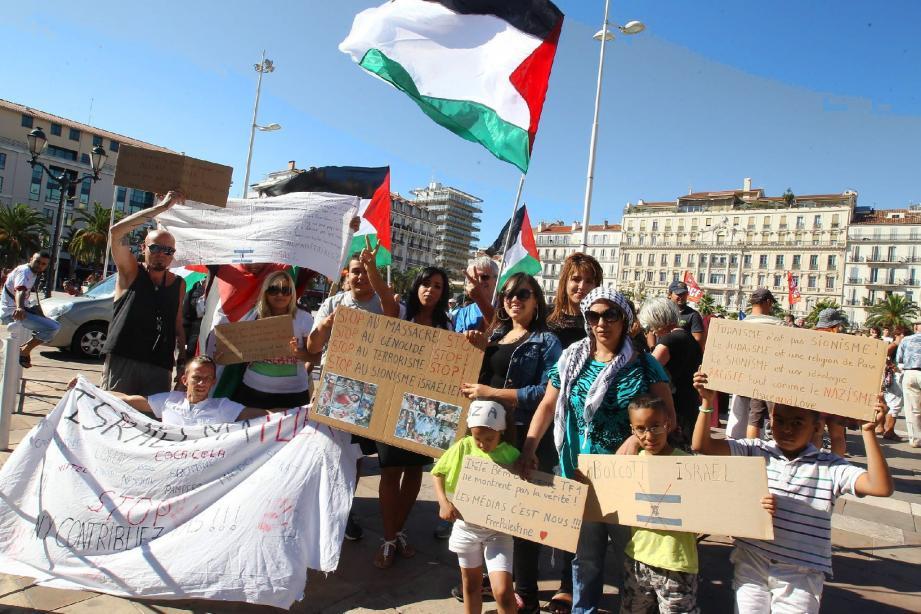 Près de 120 manifestants pro-palestiniens se sont rassemblés, hier, place de la Liberté à Toulon avant de défiler en centre-ville « pour une paix juste et durable » .