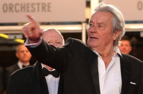 Alain Delon sur les marches du Festival de Cannes