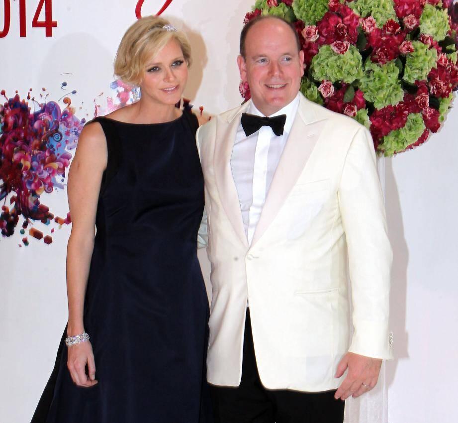 Complicité du couple princier sur le tapis rouge, le 1er août dernier, du 66e gala de la Croix-rouge monégasque.
