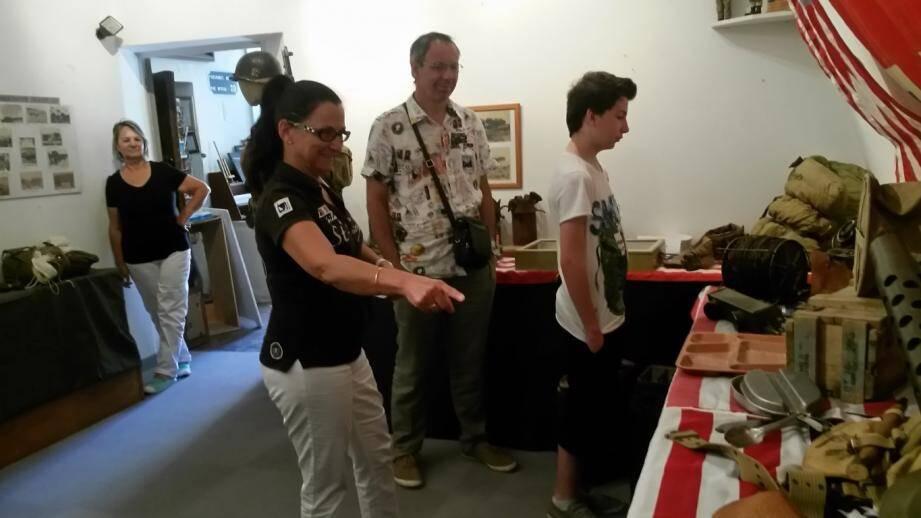 Véronique, Jean-Paul et Théo, vacanciers nîmois, heureux de découvrir l'exposition.
