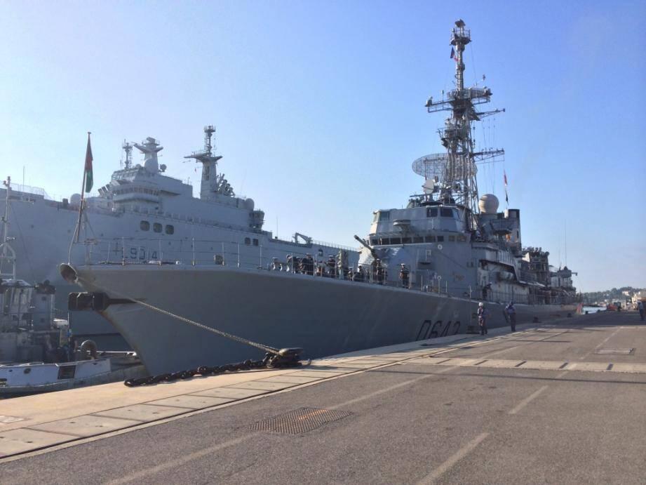 Le Montcalm a accosté à Toulon vendredi matin, avec à son bord les 47 ressortissants européens (40 Français et 7 Britanniques) évacués mercredi de Libye par l'armée française.