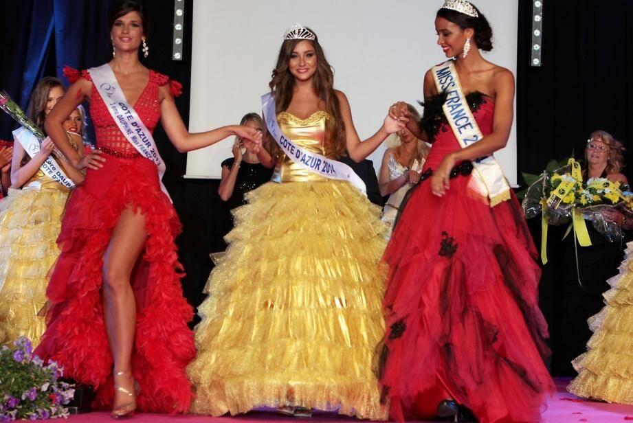 Charlotte Pirroni entourée d'Aurianne Sinacola, Miss Côte d'Azur 2013, et Flora Coquerel, Miss France.
