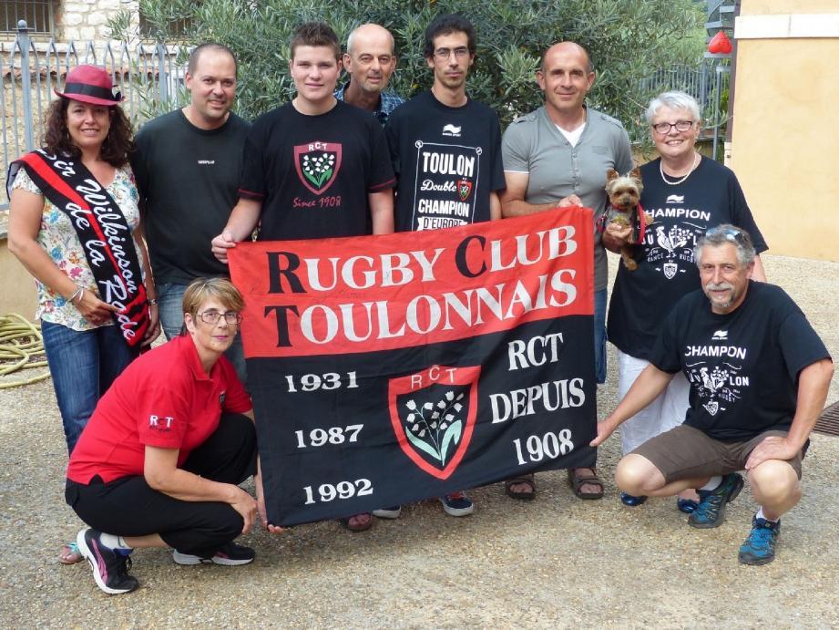 Denis Trouillot (à droite) avec le bureau des « Guerriers du Verdon ».