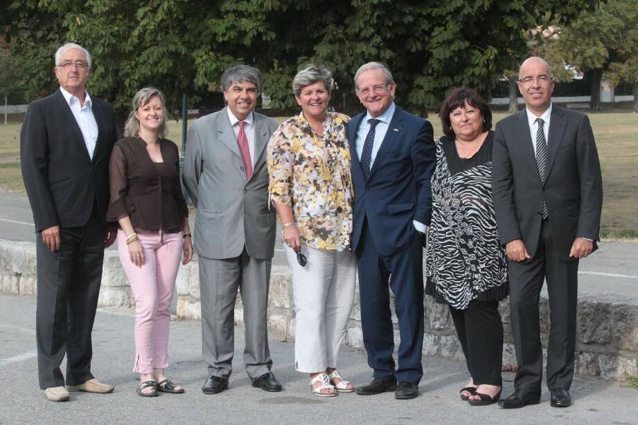 Autour de Jean-Pierre Leleux, de gauche à droite : Pierre-Max Dupeyrat, Kareen Woignier, Patrice Novelli, Françoise Thomel, Denise Leiboff et Philippe Buerch.