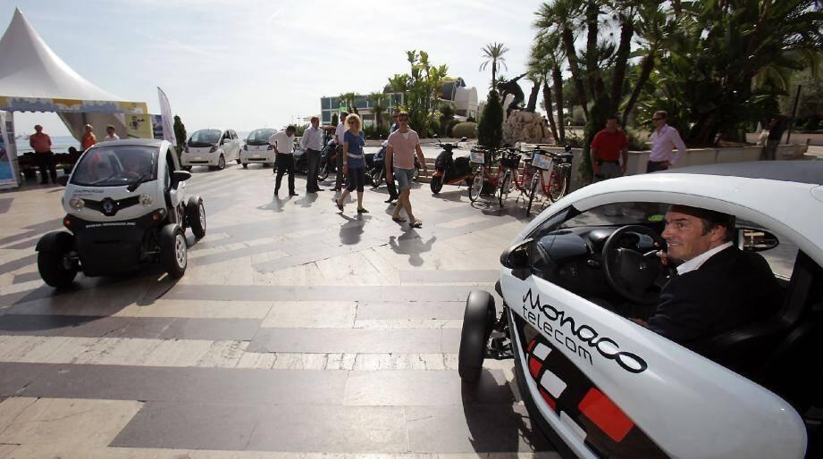Sur l'esplanade du Larvotto, les visiteurs pourront tester les derniers véhicules électriques.
