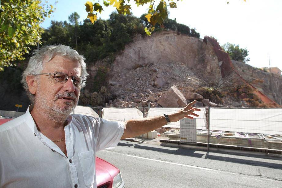 Comme beaucoup de riverains du quartier, Michel Le Berre est plus que jamais inquiet en raison de cette falaise qui, cet été, a été fragilisée à deux reprises.