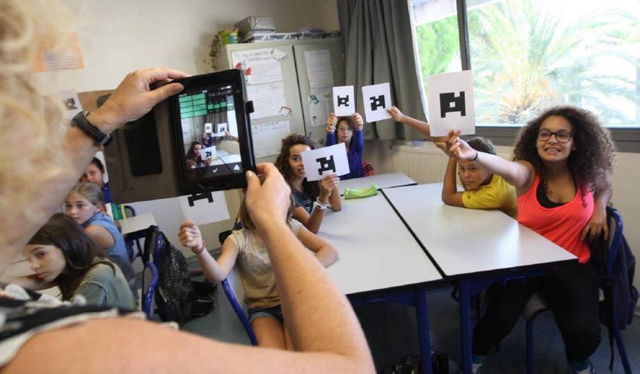 Plicker, l'application utilisée pour l'élection, permet au professeur de scanner les votes des élèves. Ç a marche aussi pour les interrogations surprises !