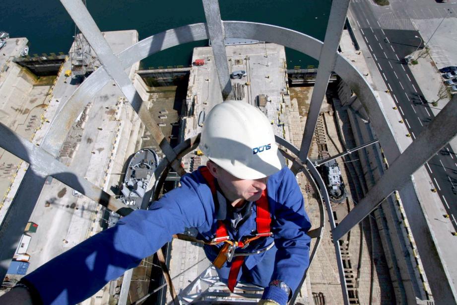 DCNS (ici sur le chantier naval de Toulon) est le premier employeur privé du Var. Un géant qui réinjecte les deux tiers de son chiffre d'affaires auprès de ses sous-traitants locaux. (DR)
