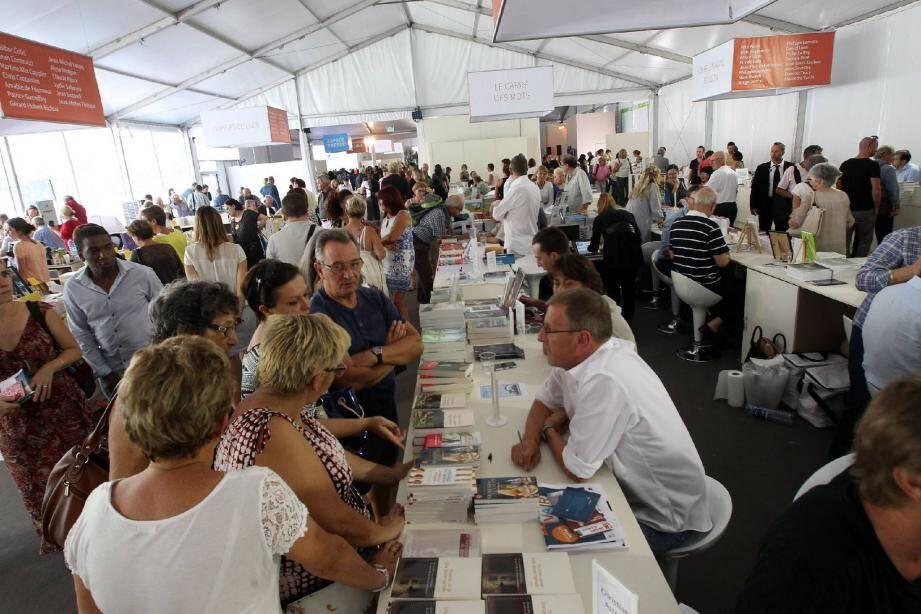 La Fête du livre reste incontournable pour Hubert Falco qui a rappelé que « son aventure à Toulon » a commencé en 1997 avec cet événement. Il était alors président du conseil général.