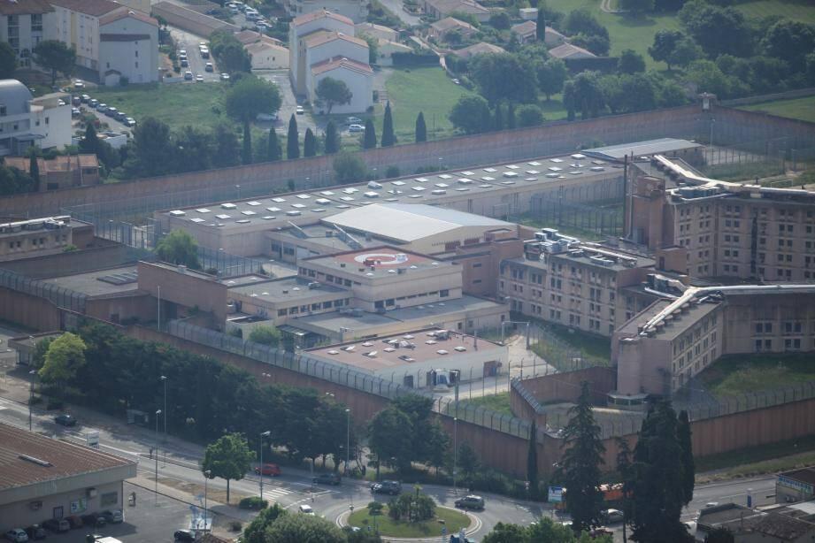 L'énorme chantier de destruction de la prison débutera en 2014 par les logements de fonction. Pour l'établissement, ce sera en 2015.