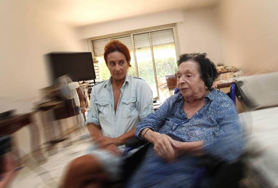 """""""Les médecins, les infirmières, tous ceux qui connaissent un peu ma mère le savent bien: si on nous sépare, elle en mourra"""", s'inquiète Linda."""