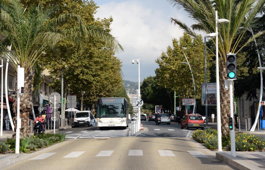 Une frontière bien visible entre Le Cannet et Cannes, malgré l'intercommunalité. La poursuite du BHNS vers Le Cannet n'est pas encore à l'ordre du jour. Le sera-t-il bientôt ?