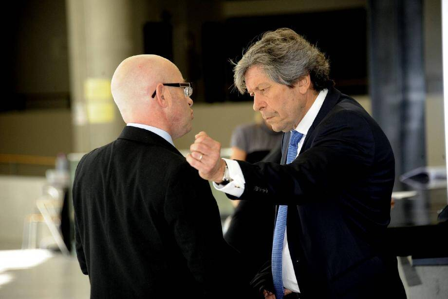 Le chef de la police municipale cagnoise avec son avocat, Me Gérard Baudoux, juste avant l'audience.