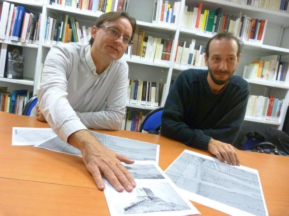 Marc Bouiron, chef du service archéologie de la Ville, et Romuald Mercurin, responsable des diagnostics archéologiques du chantier de la ligne 2.