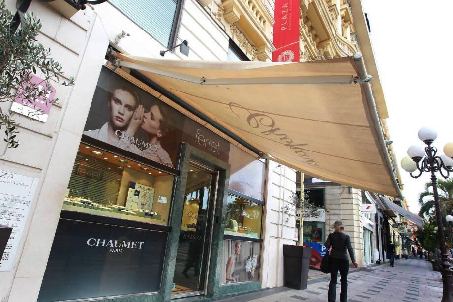 La liquidation de la bijouterie Ferret située 12, avenue de Verdun ne s'affiche pas encore sur la vitrine. Mais quelques clients privilégiés ont déjà été informés par SMS.