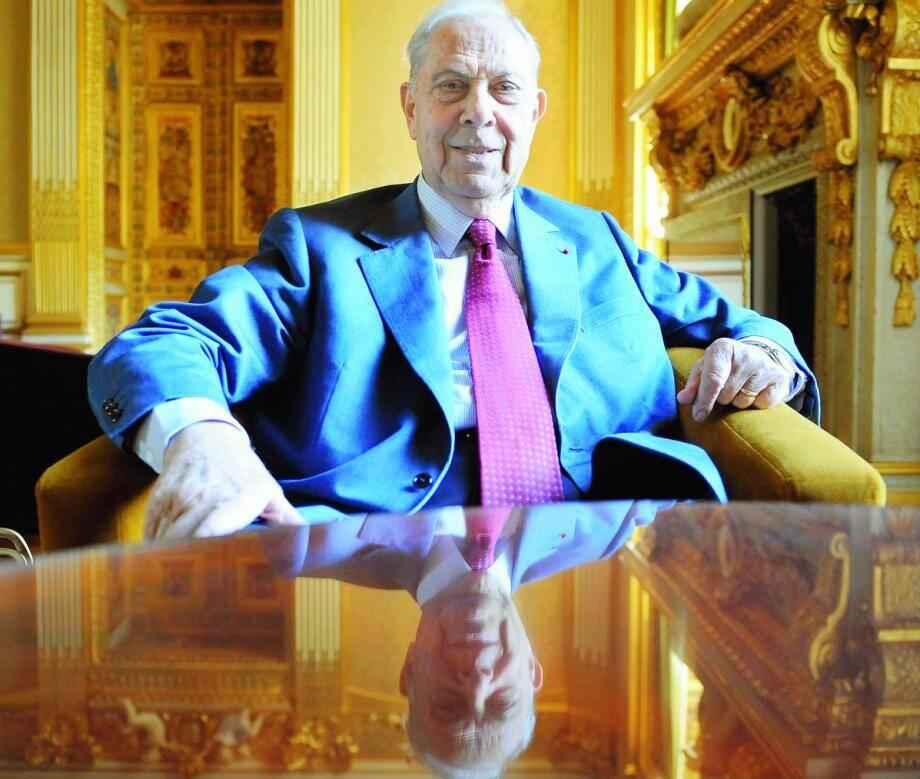 Charles Pasqua propose à Eric Zemmour de réviser son histoire de France à Séranon.