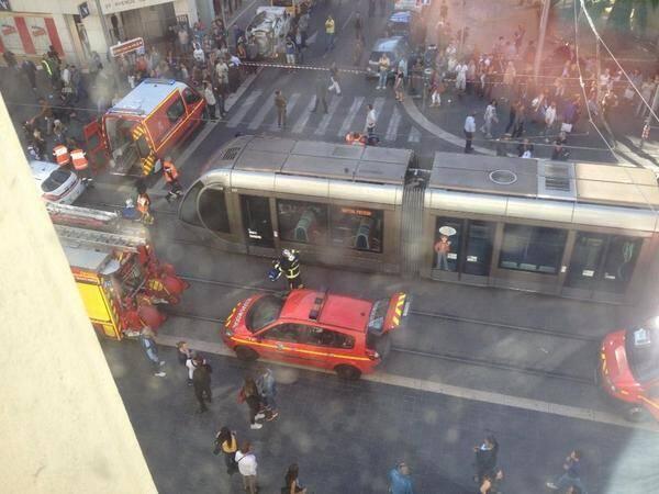 accident tramway avenue jean medecin nice 141023