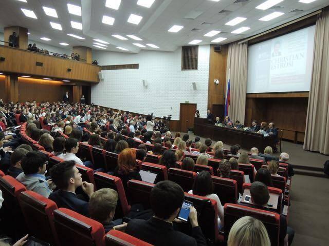 Christian Estrosi est intervenu jeudi matin, à Moscou, devant les étudiants de l'Académie russe d'économie nationale et d'administration publique.