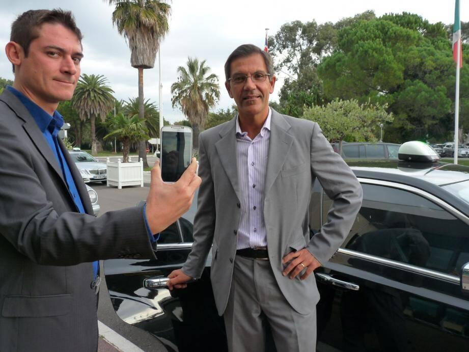 Camille Chovelon, responsable commercial chez Tessa, et Vincent Tabatabaï, taxi à Cannes, ont testé la nouvelle application d'Allo Taxi.