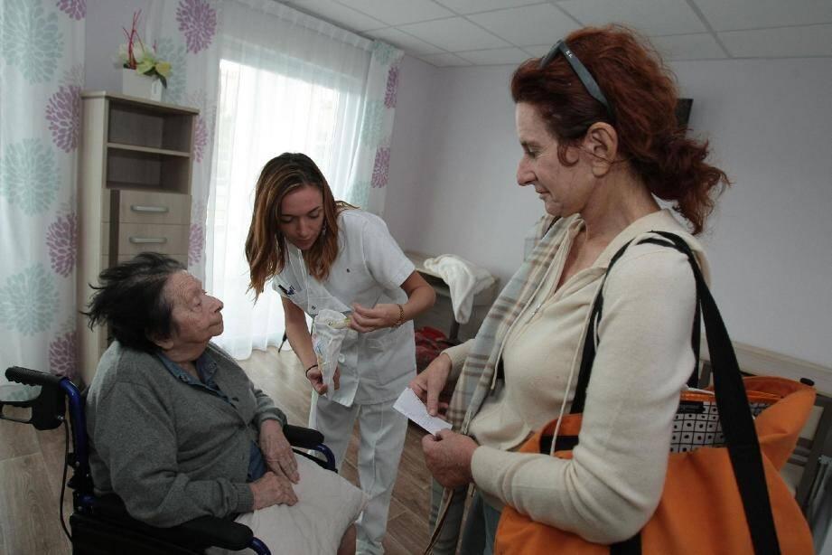 La mère et la fille, très éprouvées après un troisième déménagement en huit jours, sont accueillies dans une EHPAD à Villeneuve-Loubet où elles vont pouvoir se reposer.