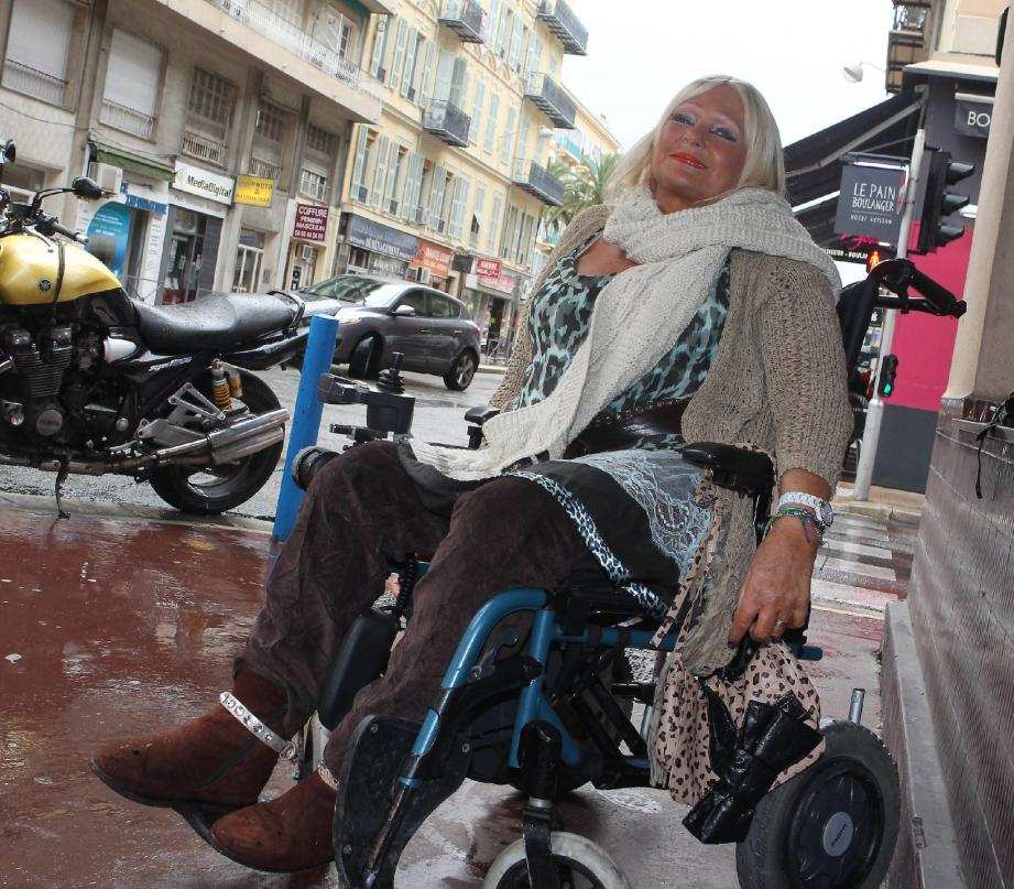 Avec son fauteuil, Élisabeth a retrouvé sa joie de vivre.