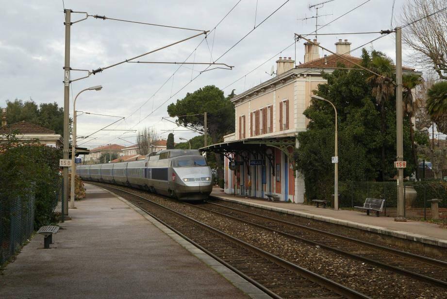 Un TGV en gare de Fréjus