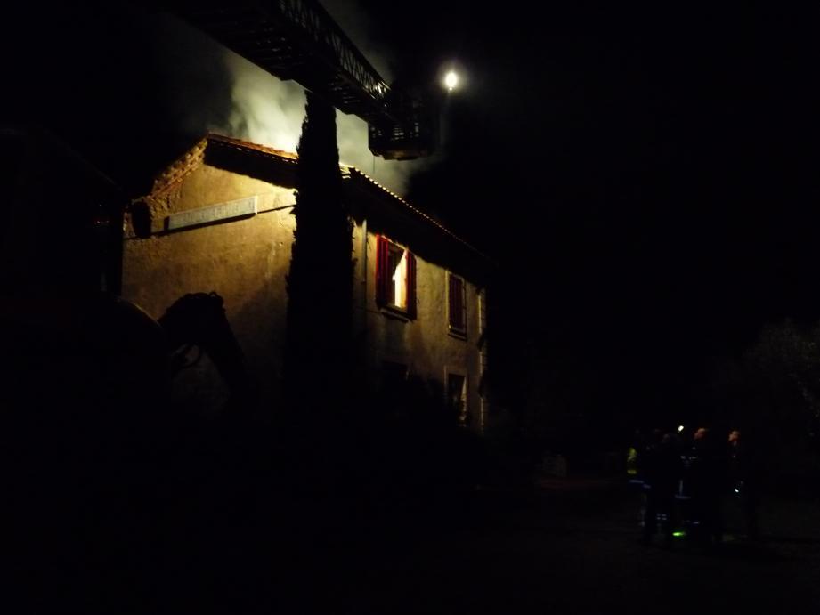 Incendie de l'ancienne gare de Forcalqueiret-Garéoult, vendredi 21 novembre 2014 en soirée