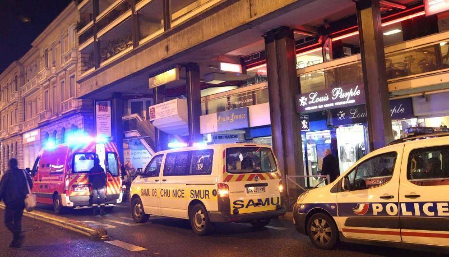 Deux enfants ont de nouveau joué avec leur vie en inhalant des aérosols , place Garibaldi à Nice, nécessitant l'intervention du SAMU et des pompiers.