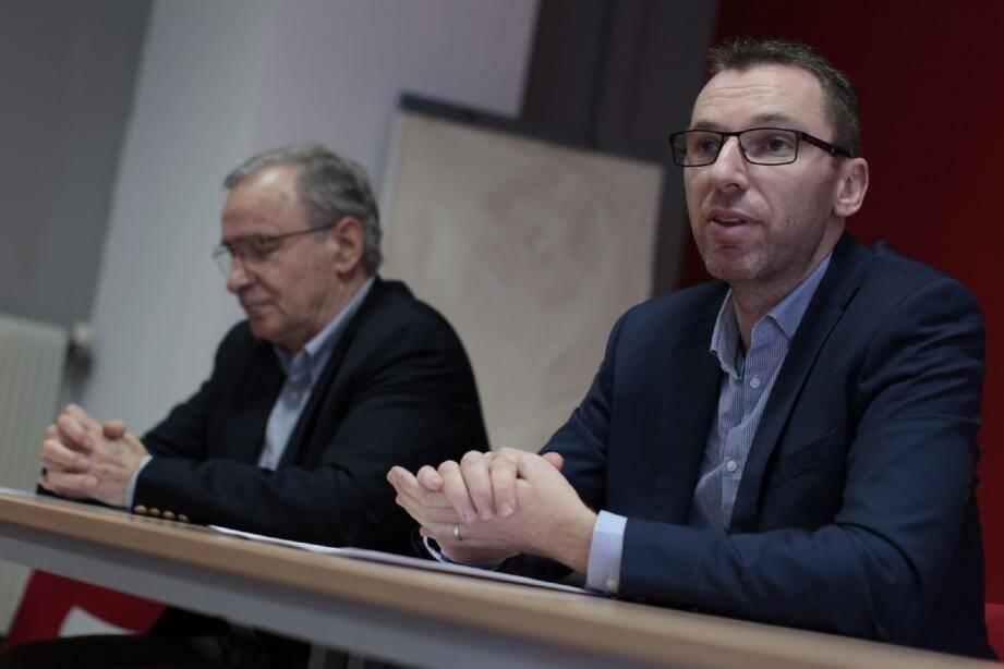Paul Cuturello et Xavier Garcia (de gauche à droite) ont invité, hier, toutes les forces de gauche « à faire le plus large rassemblement possible dès le 1er tour des élections départementales de mars prochain ».
