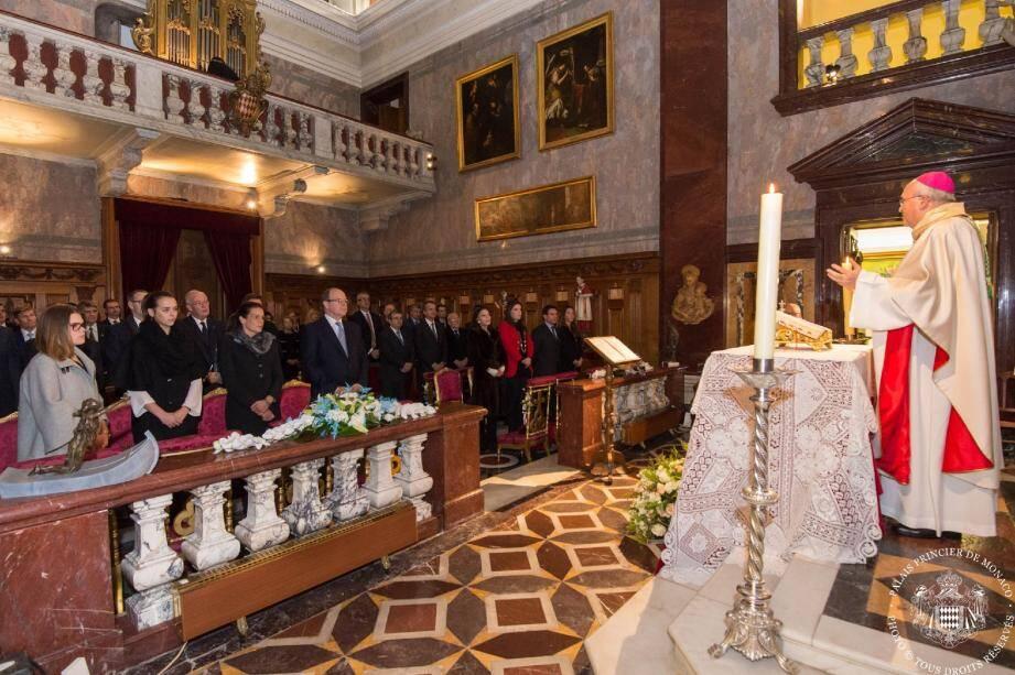 La messe d'action de grâce célébrée par Monseigneur Barsi en présence du prince Albert et des membres de la famille princière.
