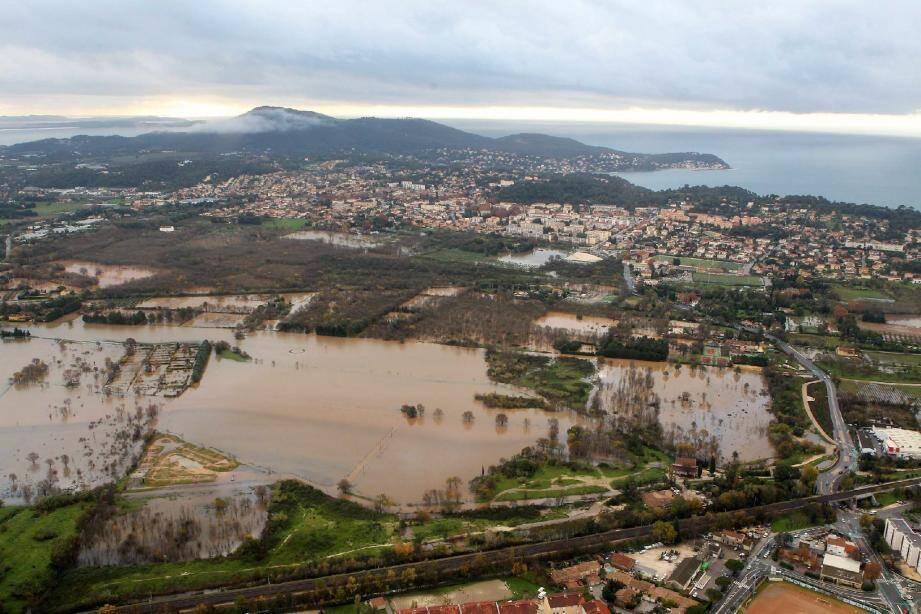 Les 25 et 26 novembre, la zone rouge du Plan a été noyée sous les eaux. Chemin d'Astouret (à droite), des constructions illicites ont été touchées.