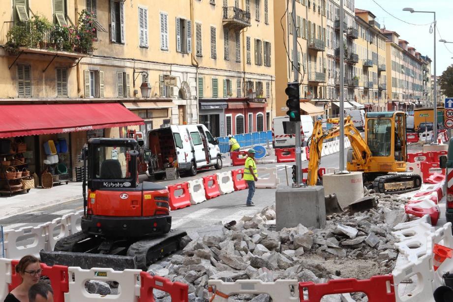 Le 10 septembre, les travaux préparatoires au percement du tunnel de la ligne 2 du tram, prévu à compter du premier trimestre 2015, ont débuté rue Catherine-Ségurane, au Port.