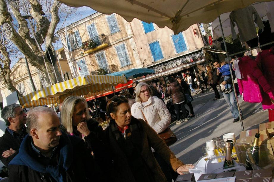 Sur le marché hier, la foule était encore plus nombreuse que d'habitude pour un début de mois de janvier.