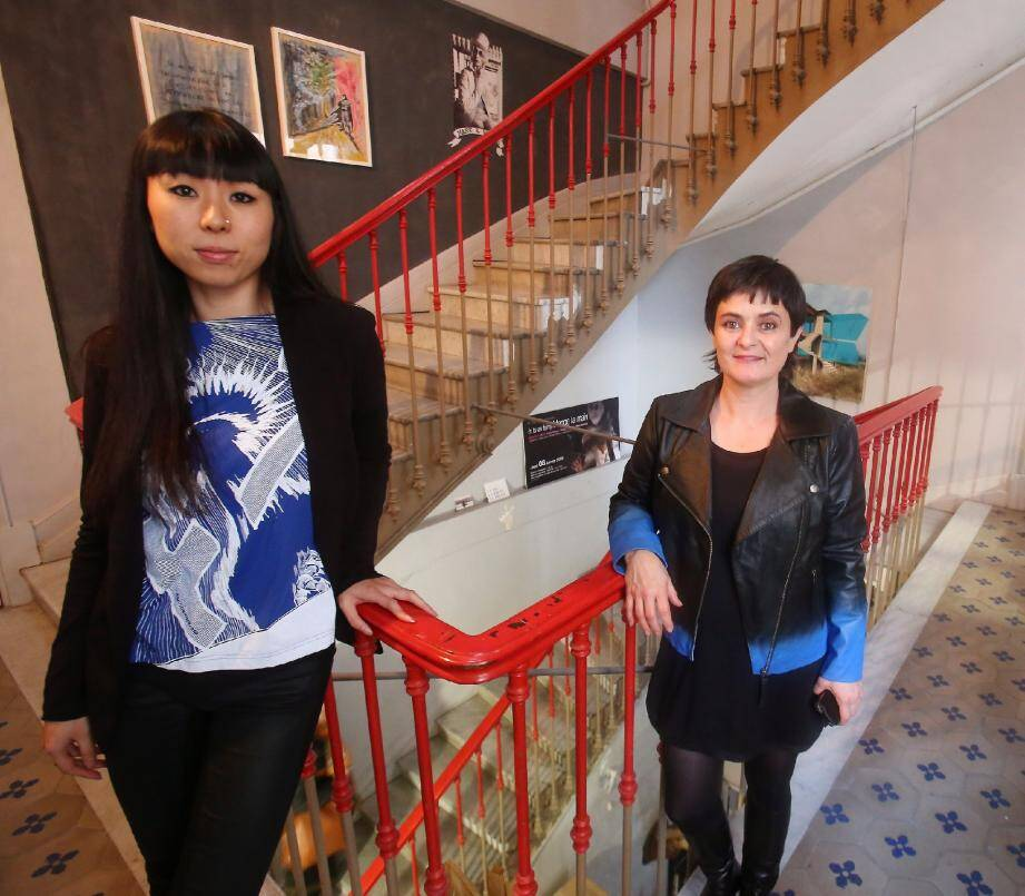 Agnès Roux, la présidente du Logoscope (à droite), et Mimoza Koïke : deux artistes qui font vivre l'association devenue majeure.