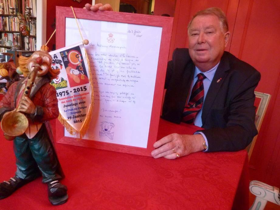Patrick Hourdequin, qui a pris la présidence de l'Amac en 1985 à la suite de Jean-Joseph Pastor, comme le rappelle cette lettre du prince Rainier III signée d'une tête de clown, est fier de collaborer à une nouvelle édition du Festival international du cirque de Monte-Carlo.