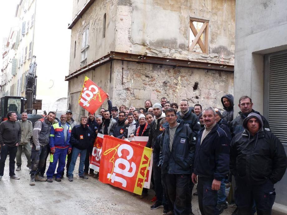 Les ouvriers de l'entreprise Campenon Bernard Var, filiale du groupe Vinci, font grève depuis jeudi dernier. Plusieurs chantiers sont à l'arrêt, dont celui de la Bourse du travail, à Toulon.