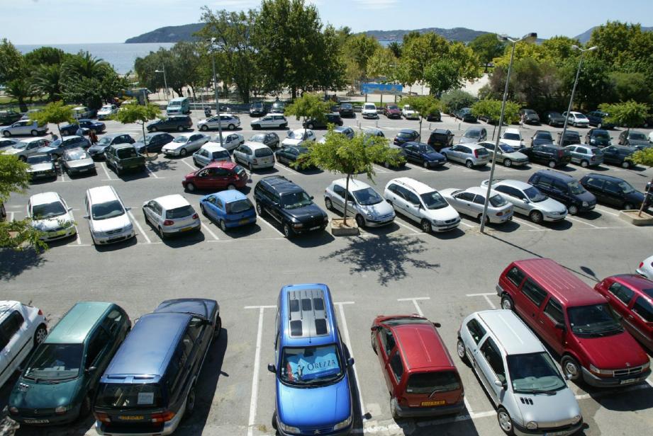 Le sens de circulation et le marquage au sol vont être améliorés à l'intérieur du parking. En revanche, la propositions des riverains de créer une bande cyclable et piétonne n'a pas été retenue.
