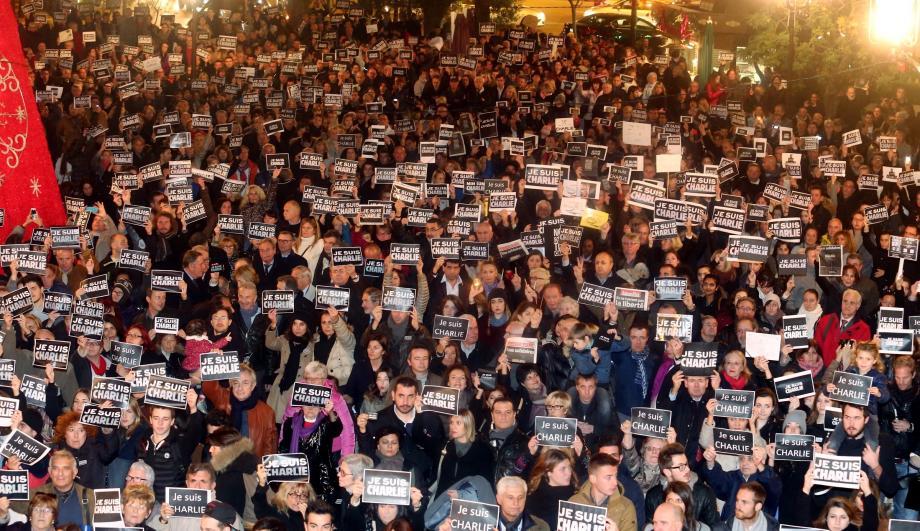 Près de 2000 personnes rassemblées à Monaco.