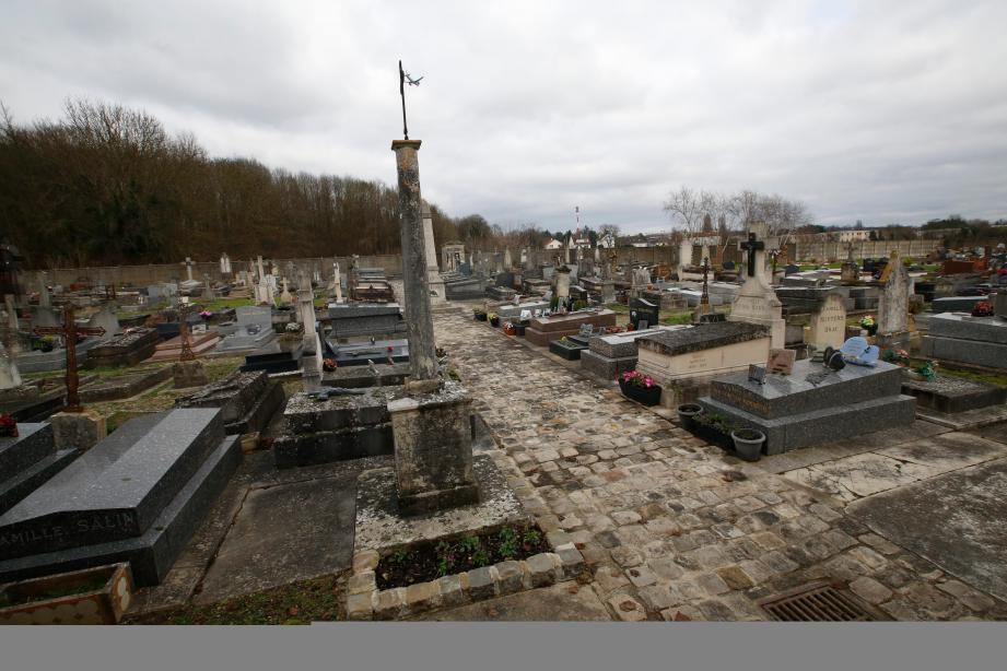 Le cimetière communal de Champlan (Essone), où les parents roms d'un bébé se sont vus refuser l'autorisation d'inhumer leur bébé décédé le 26 décembre.