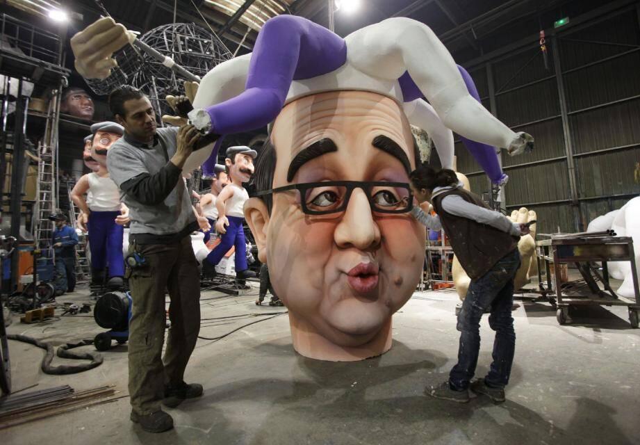 Affublé du chapeau du fou du roi, Hollande le bouffon va conduire les Français sous le pilon des charges en tous genres.